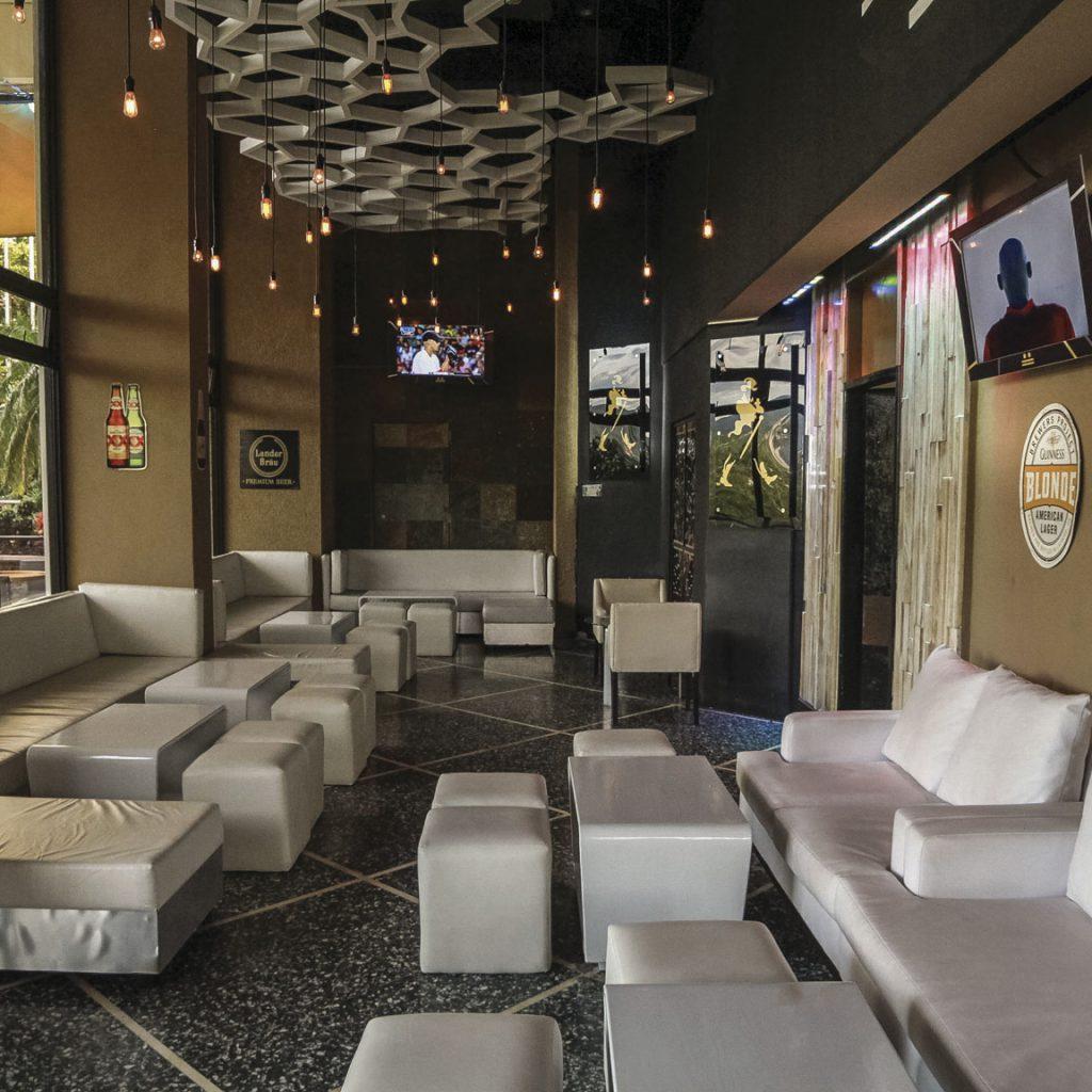 Doce Terraza Lounge Honduras Maya
